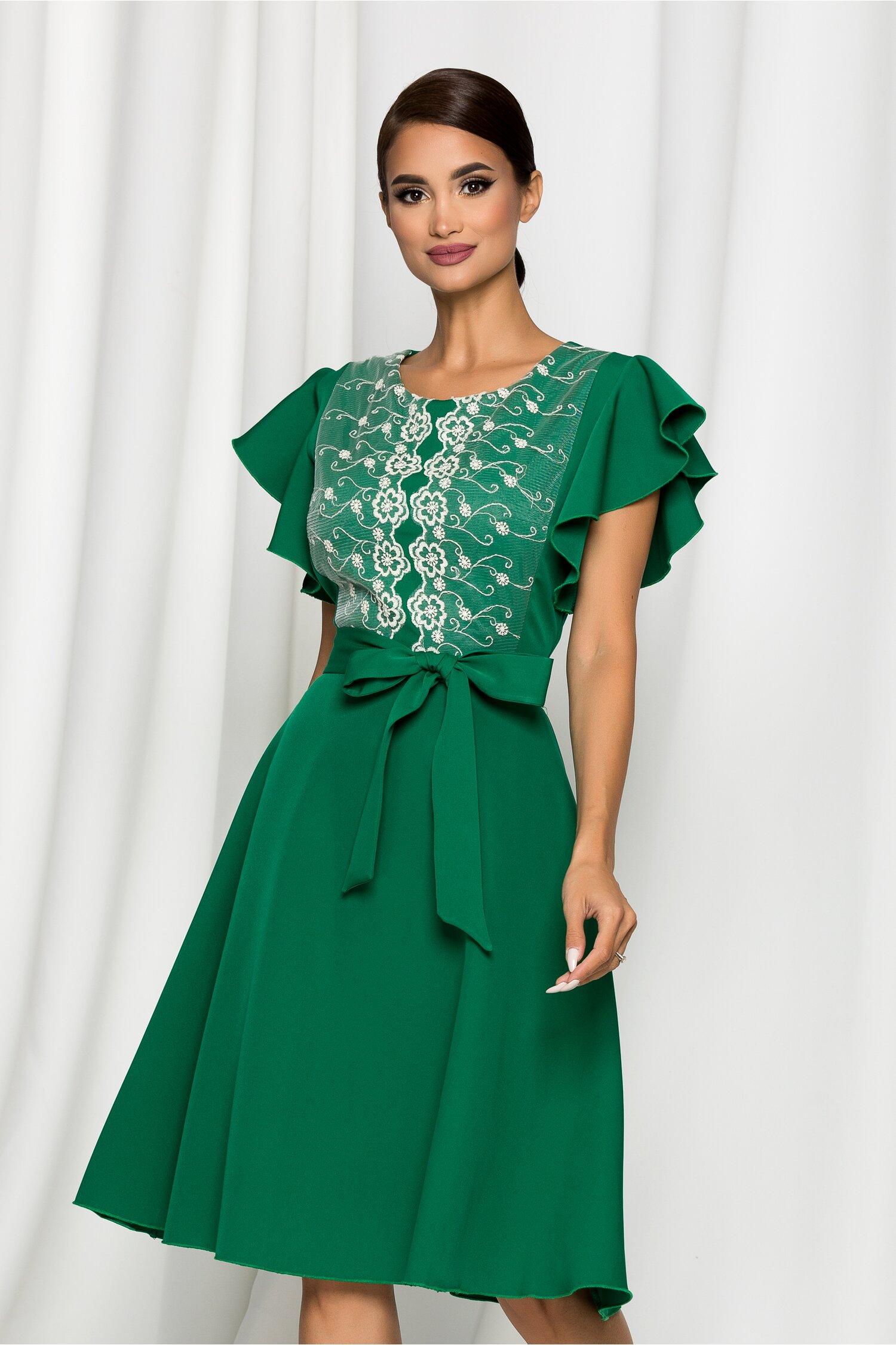 Rochie Medeea verde accesorizata cu broderie la bust si cordon in talie