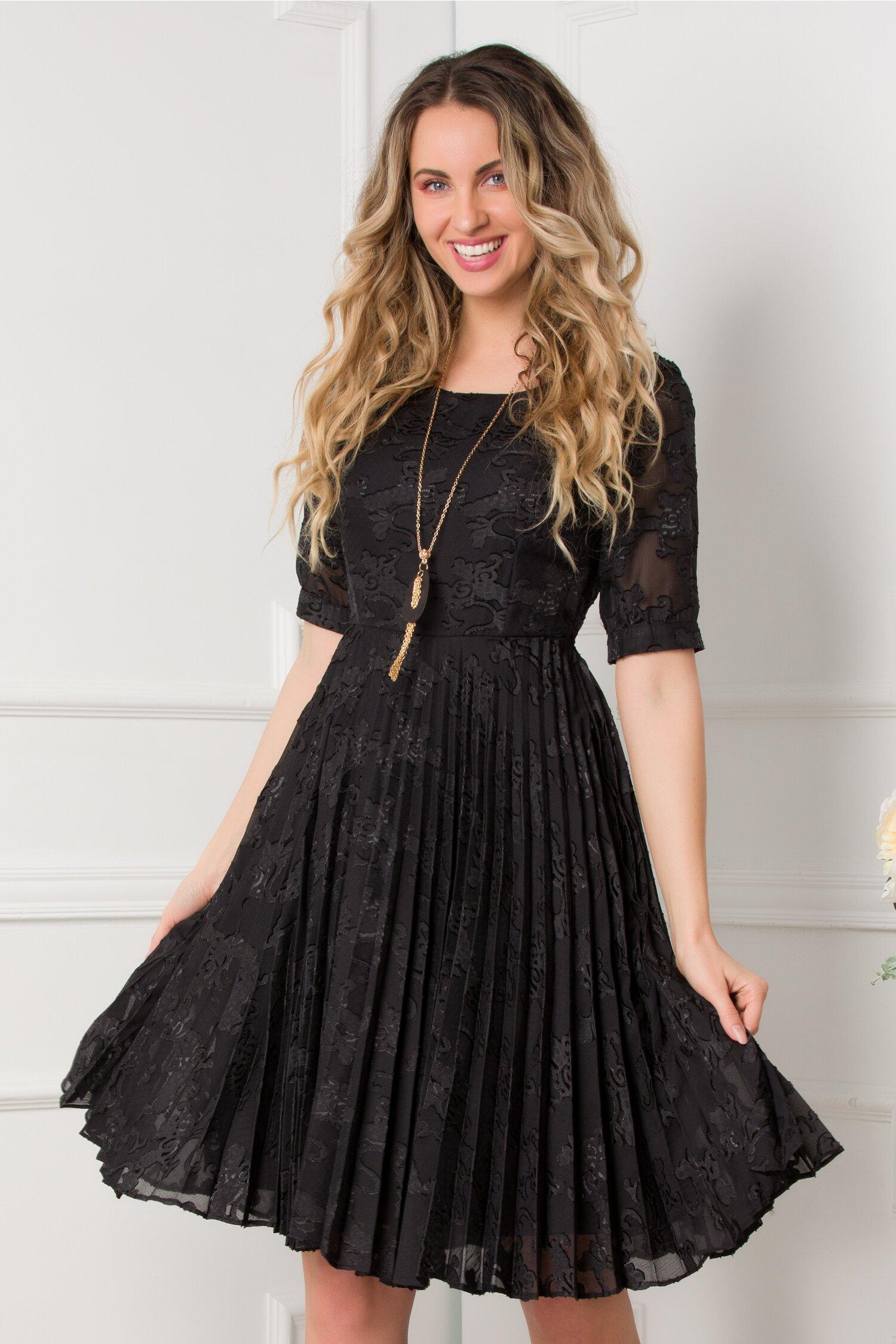 Rochie Mikaela neagra cu model deosebit si pliuri