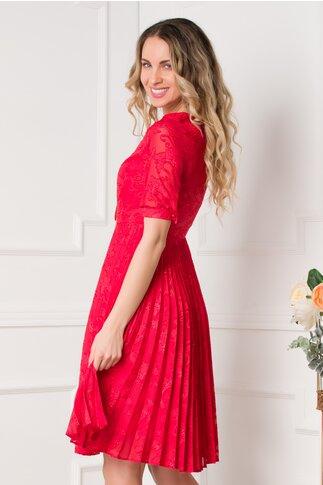 Rochie Mikaela rosie cu model deosebit si pliuri