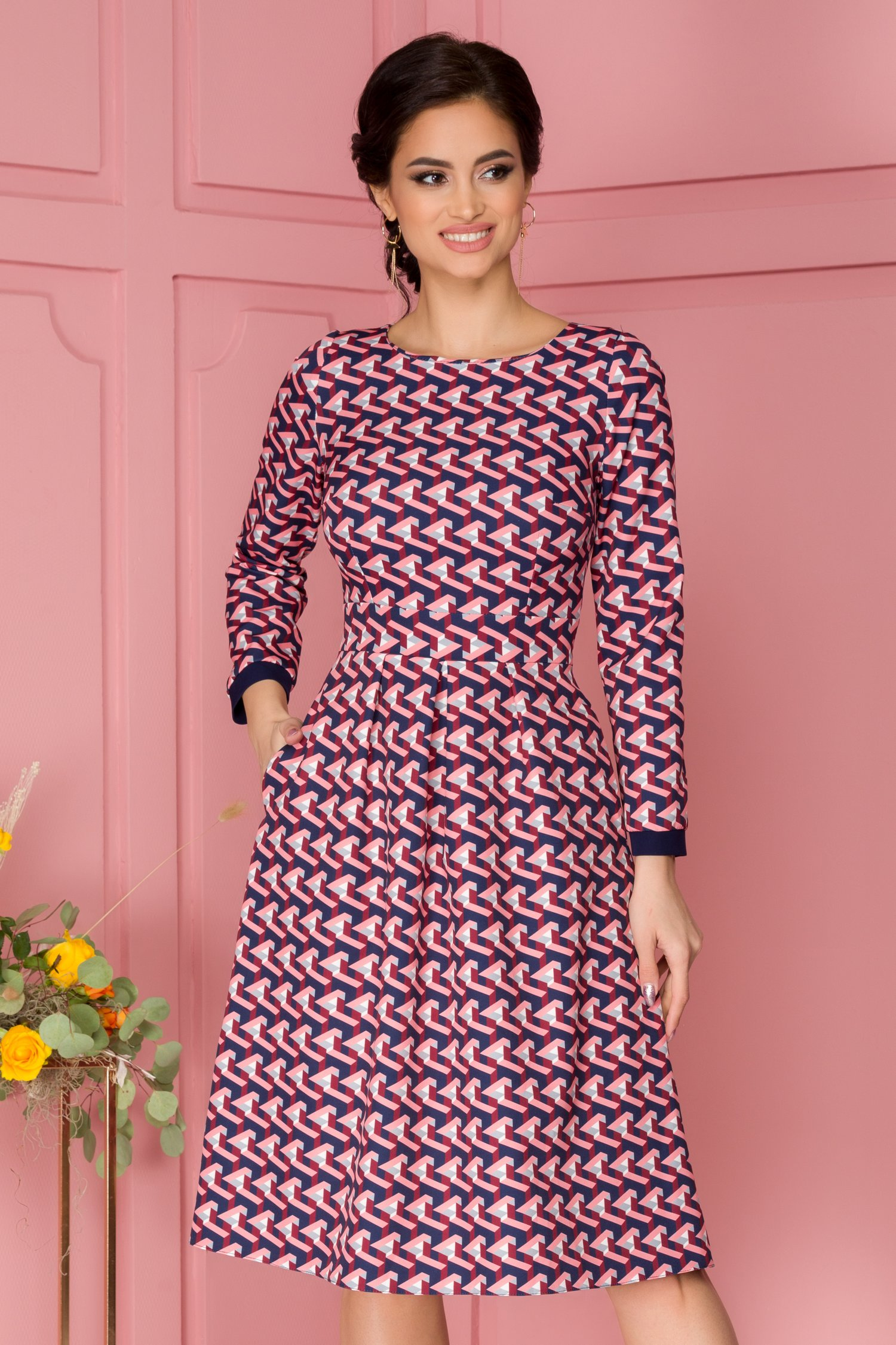 Rochie Moze cu imprimeu abstract roz
