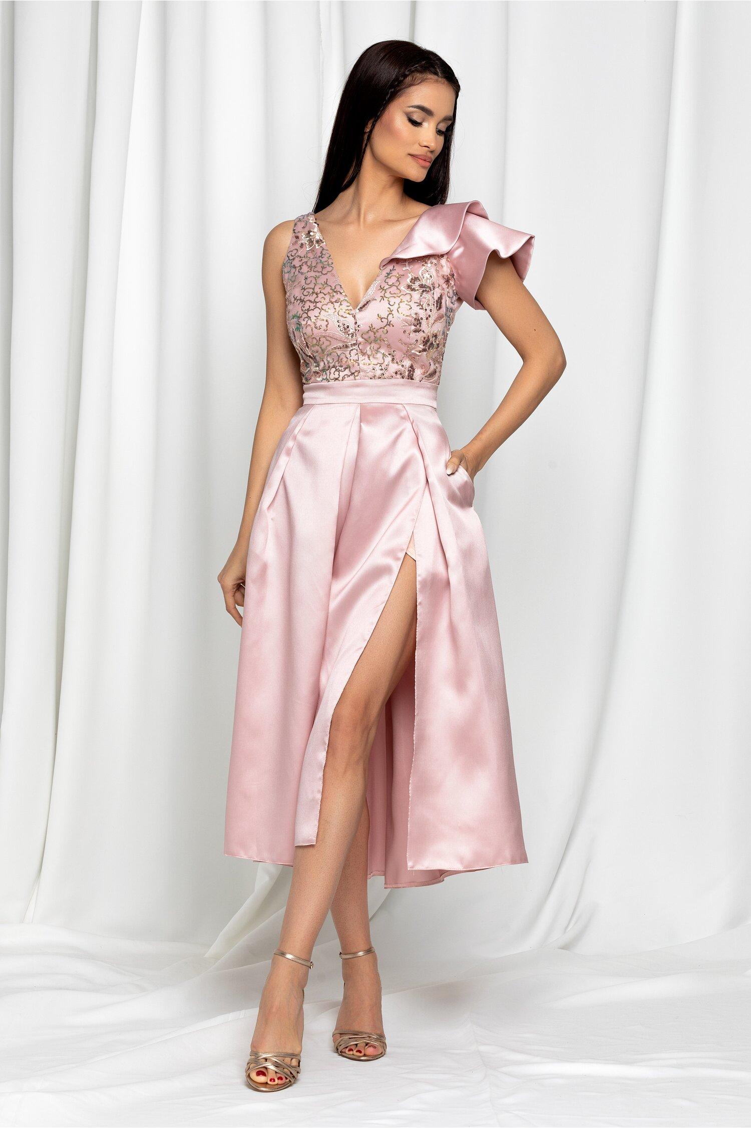 Rochie Moze roz pudrat cu volan la un umar si pliuri pe fusta