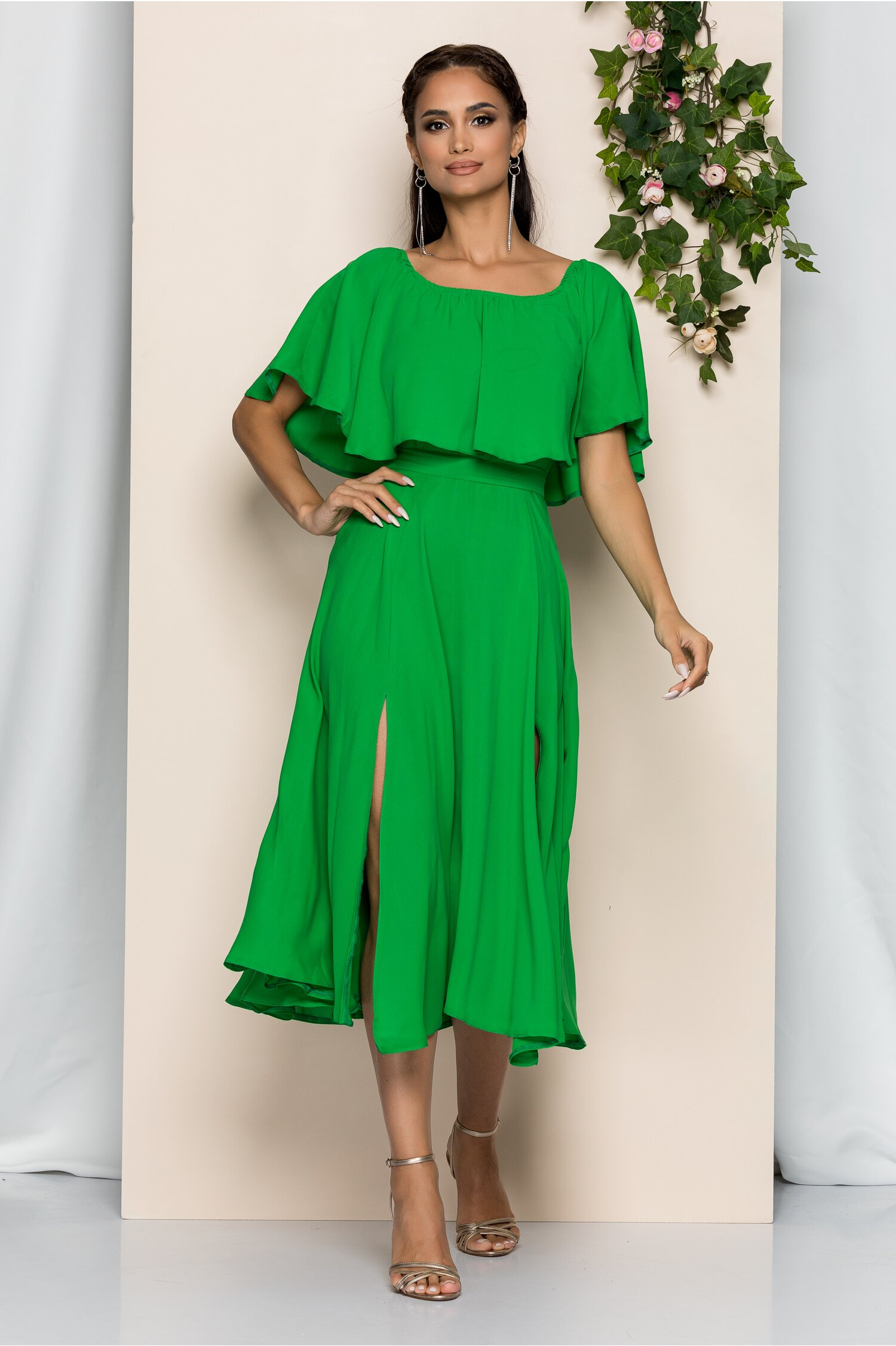 Rochie Moze verde cu decolteu bardot si crepeuri in fata