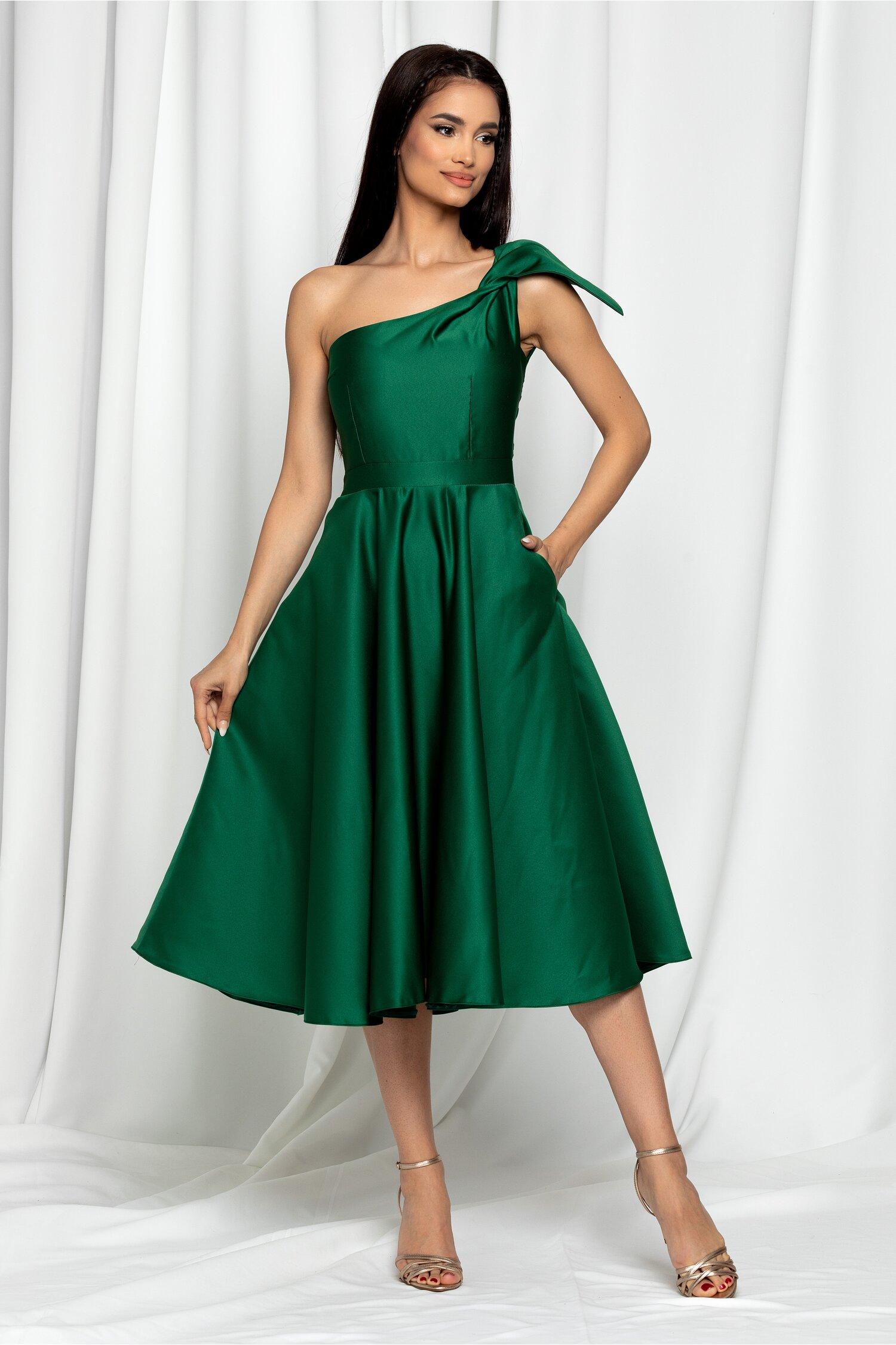 Rochie Moze verde pe un umar