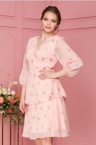 Rochie Naomi roz cu imprimeuri florale si volanase