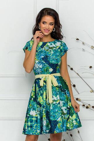 Rochie Naty verde cu imprimeuri diverse si cordon in talie