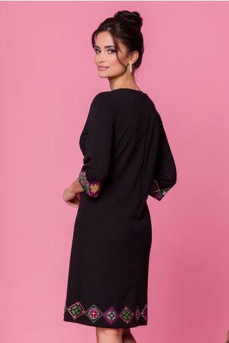 Rochie neagra cu maneci trei sferturi brodata traditional