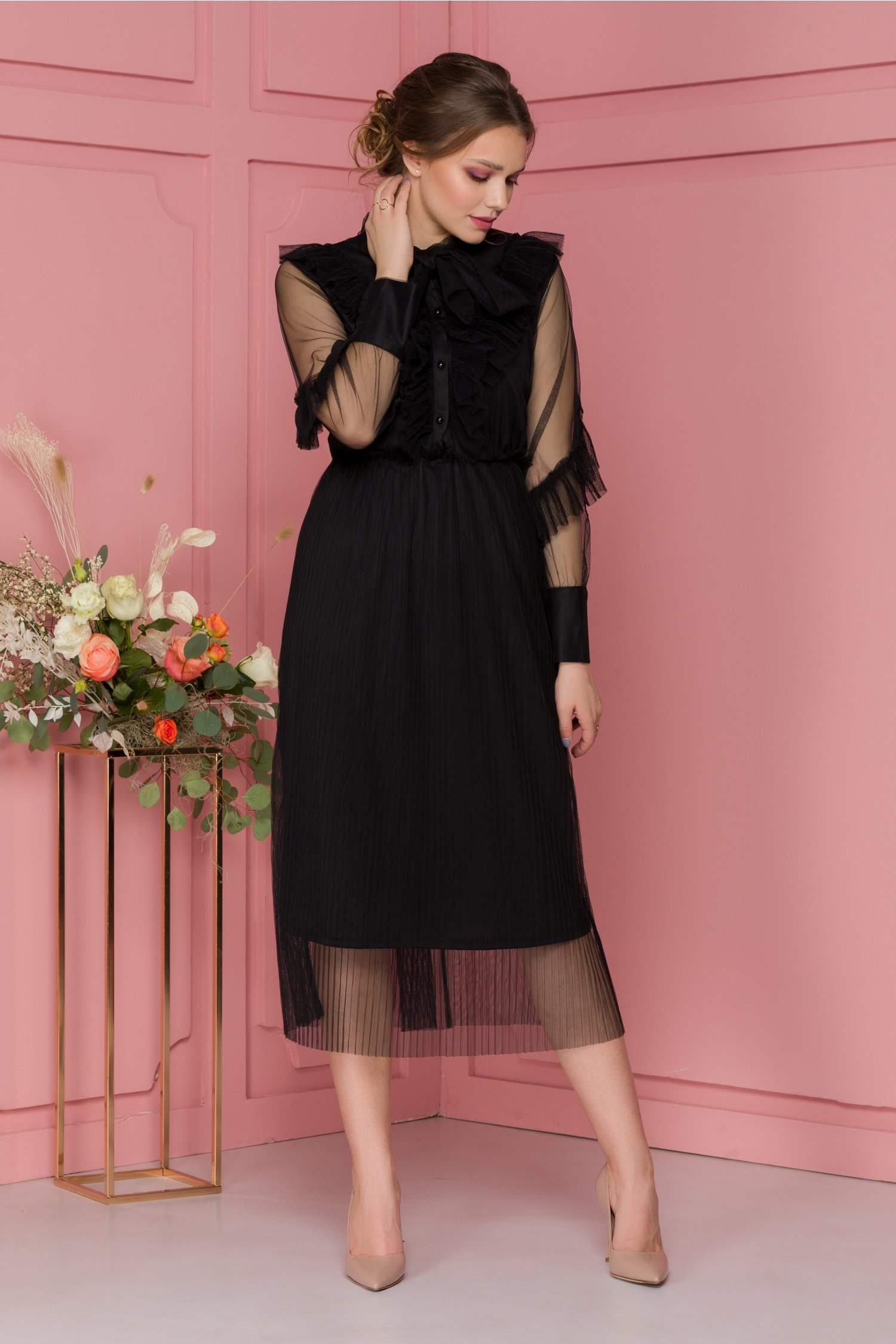 Rochie neagra din tull cu volane, cordon la gat si fusta in pliuri