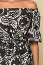 Rochie neagra pe umeri cu baza asimetrica