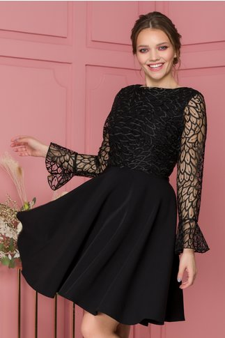Rochie Nina neagra accesorizata cu tull si broderie florala