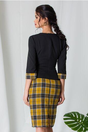 Rochie Ranya neagra cu carouri galbene pe fusta si baza manecilor