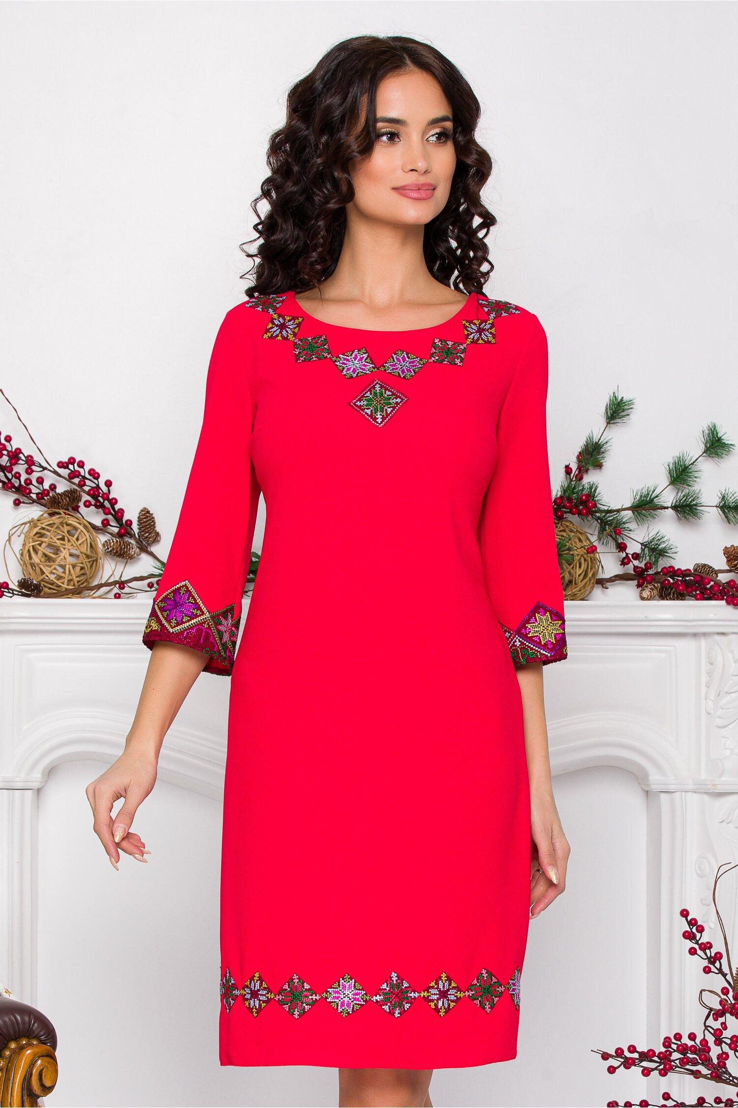 Rochie rosie cu maneci trei sferturi brodata traditional