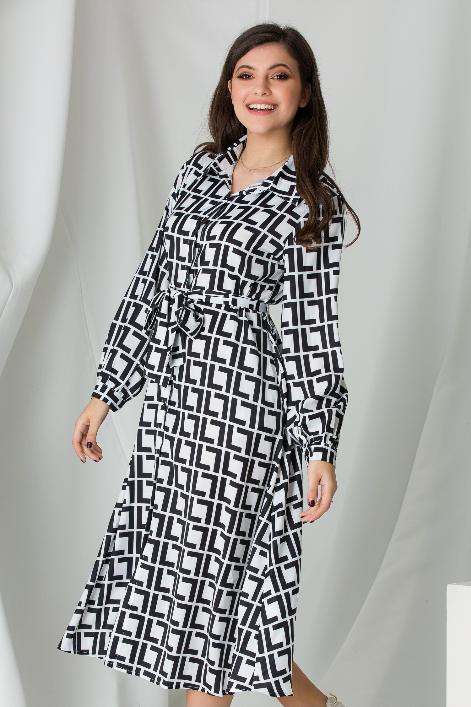 Rochie Sara tip camasa alb-negru cu imprimeu labirint imagine dyfashion.ro 2021