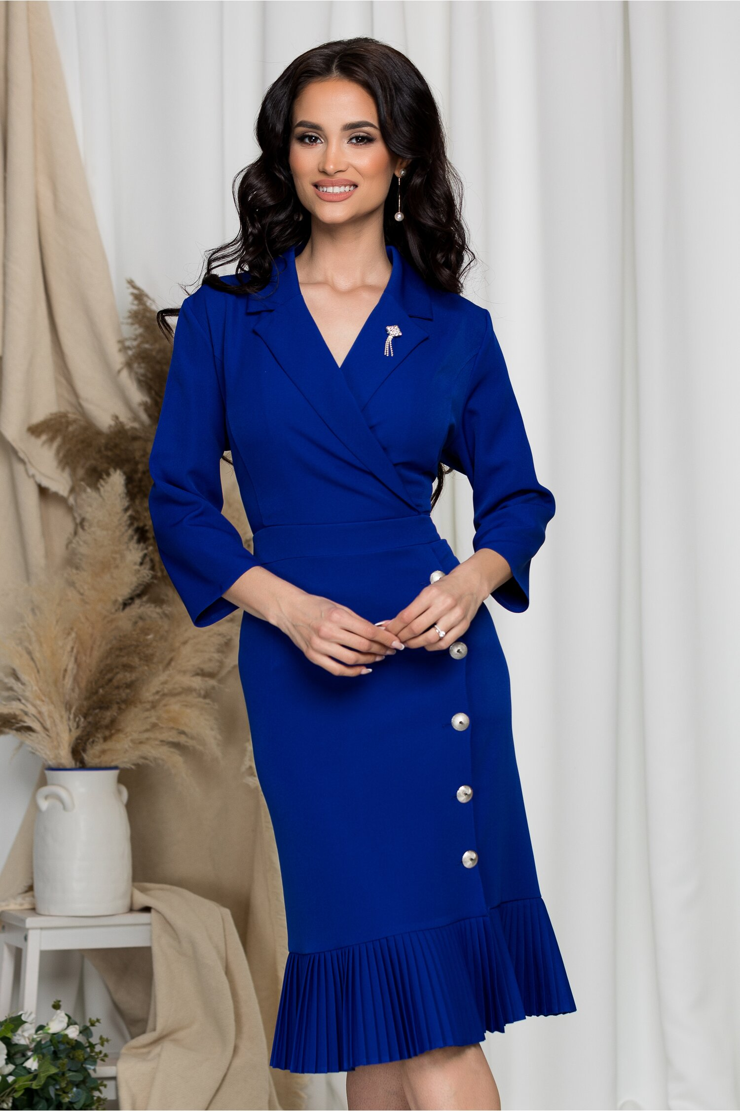 Rochie Simina albastra cu nasturi pe fusta si volan la baza imagine dyfashion.ro 2021