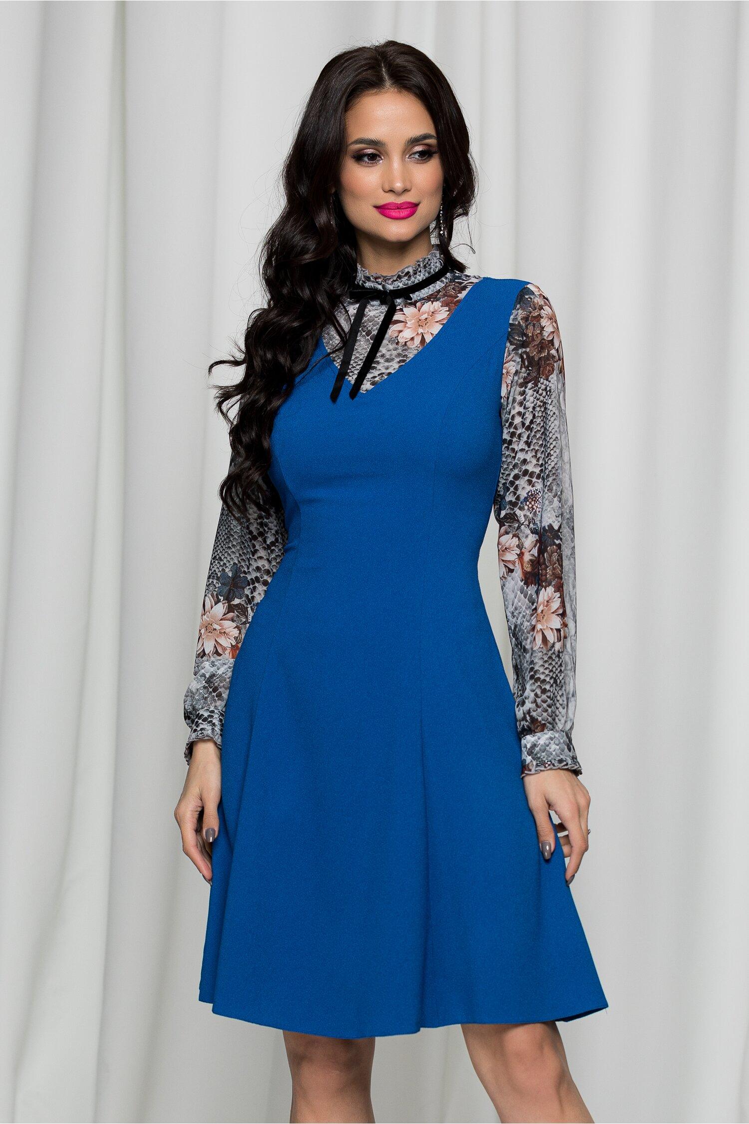 Rochie Sindy albastra cu guler inalt cu volanase si imprimeu floral