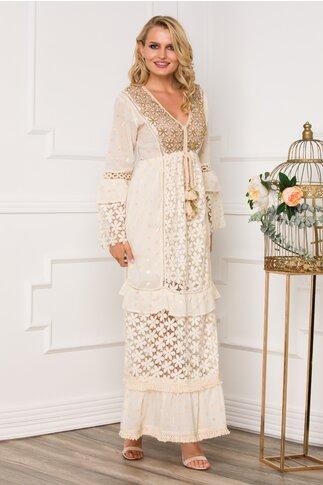 Rochie Sonia beige lunga accesorizata cu dantela si brderie din margele aurii