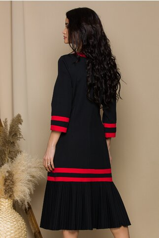 Rochie Sorina neagra cu pliuri la baza si accesoriu tip brosa