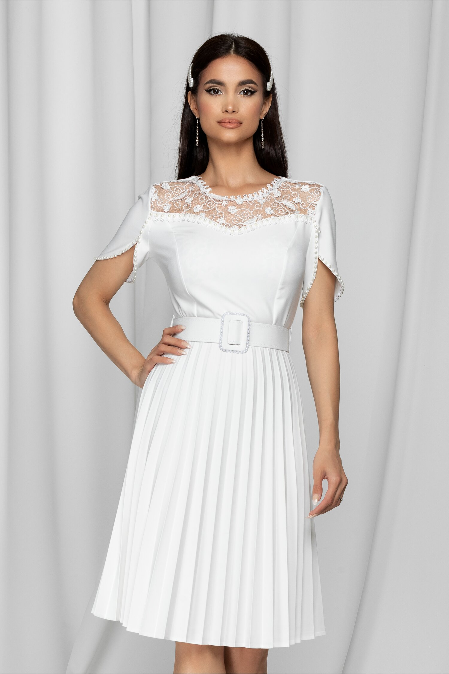 Rochie Tania alba cu dantela la bust si perlute in nuanta rochiei