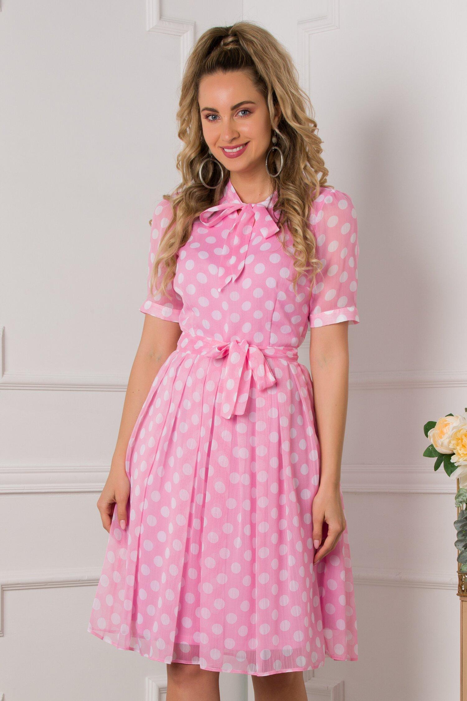 Rochie Valerie roz vaporoasa cu buline albe imprimate