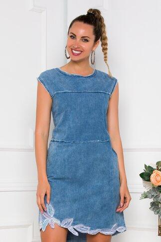 Rochie Willow din denim albastru deschis accesorizata cu broderie si margelute la baza