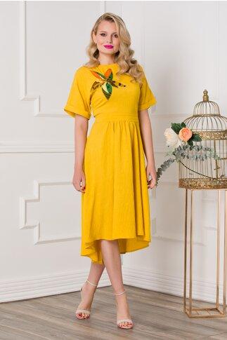 Rochie Yrina galben mustar cu aplicatie in forma de floare pe bust