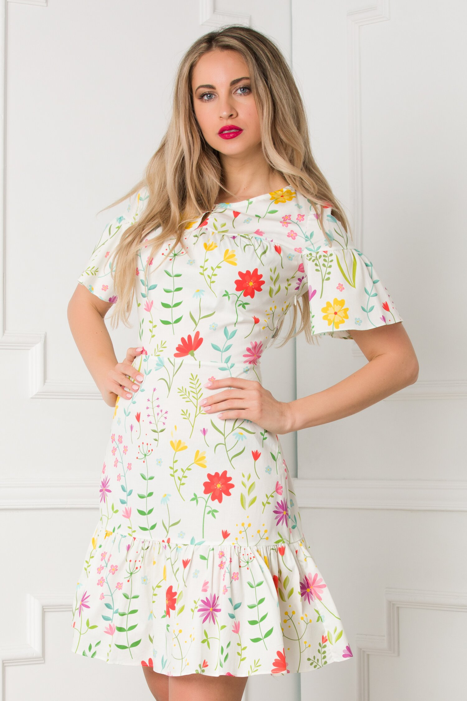 Rochie Yvy alba cu imprimeuri florale colorate