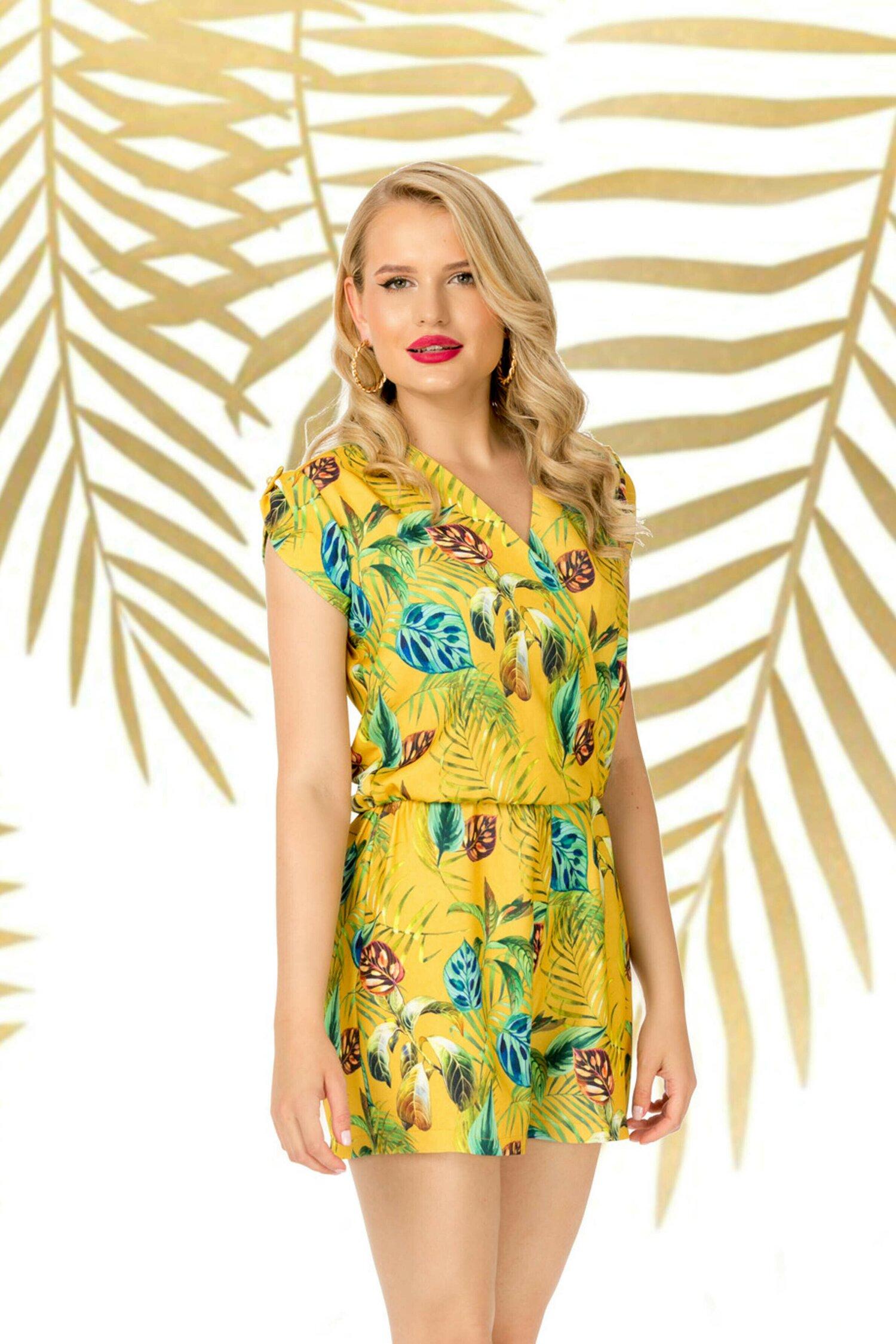 Salopeta scurta Pretty Girl galbena cu imprimeuri florale