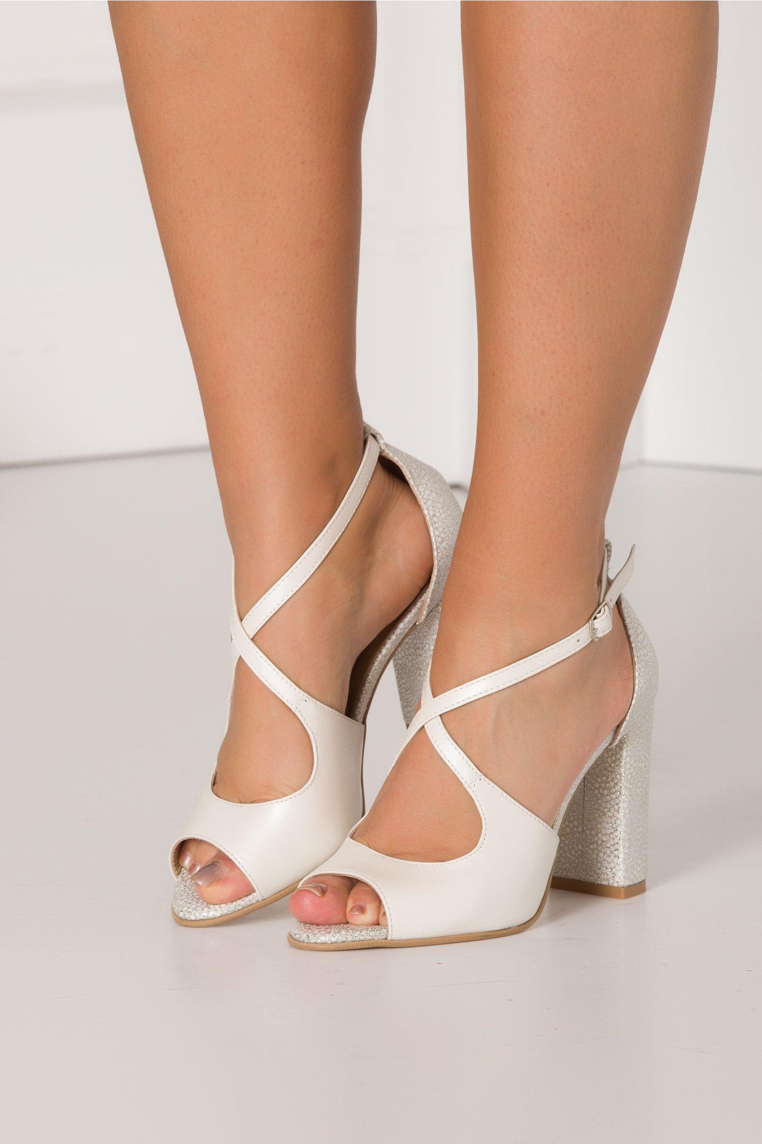 Sandale alb perlat cu imprimeuri argintii
