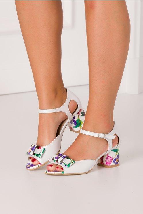 Sandale alb perlat cu imprimeuri florale colorate