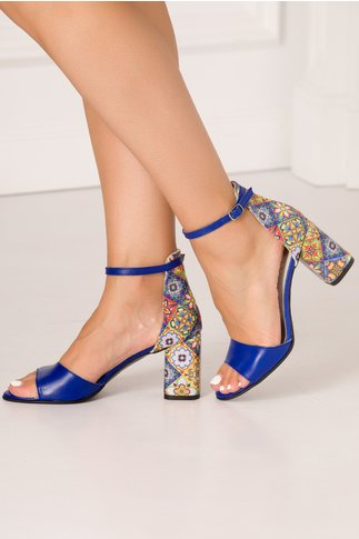 Sandale albastre cu imprimeu multicolor in stil mandala si tocul mediu