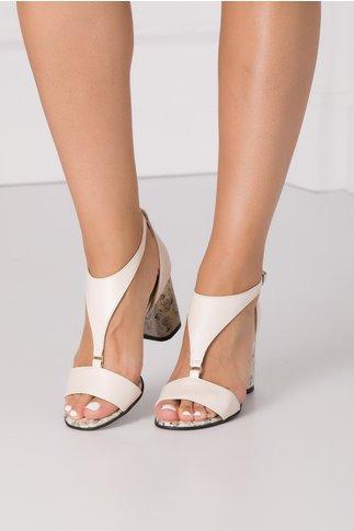 Sandale bej cu imprimeu floral si detaliu metalic