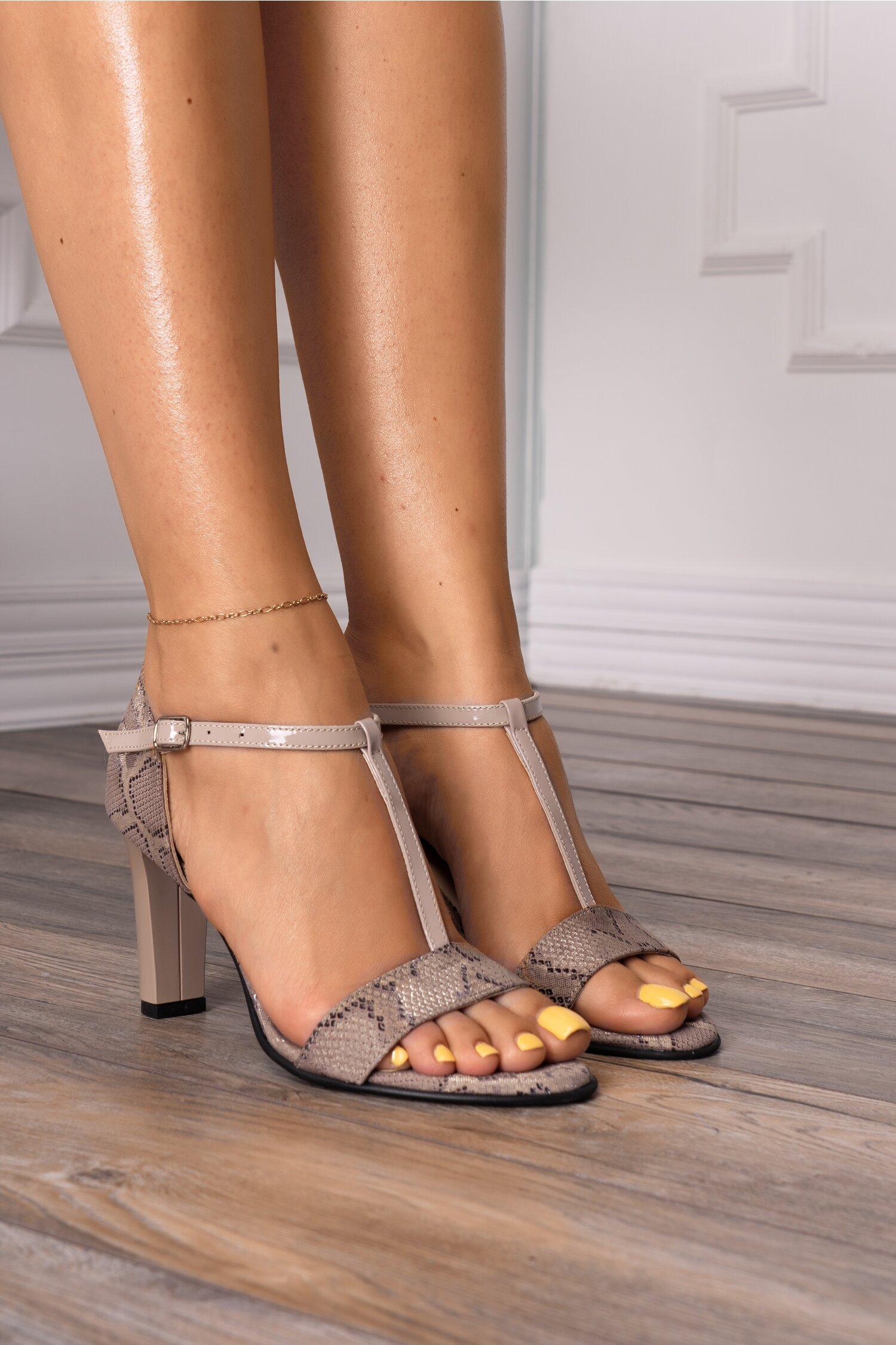 Sandale bej cu snake print si bareta din piele lacuita imagine