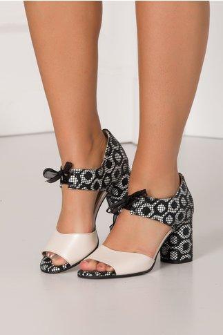 Sandale bej perlat cu imprimeu alb - negru si fundita in fata