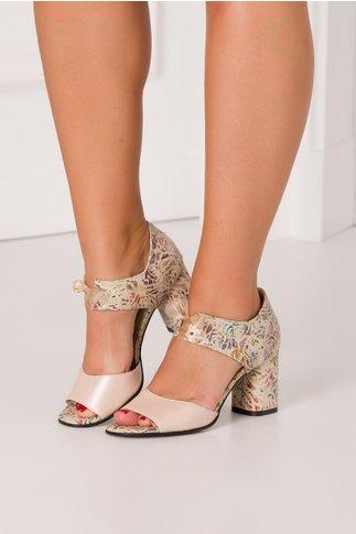 Sandale bej perlat cu imprimeu floral si fundita in fata