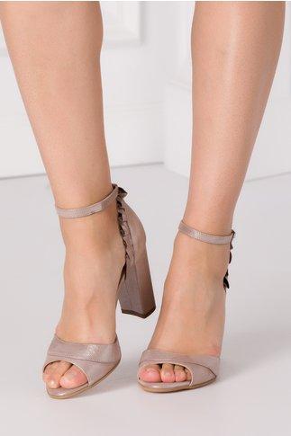 Sandale bej sidefat cu detalii elegante