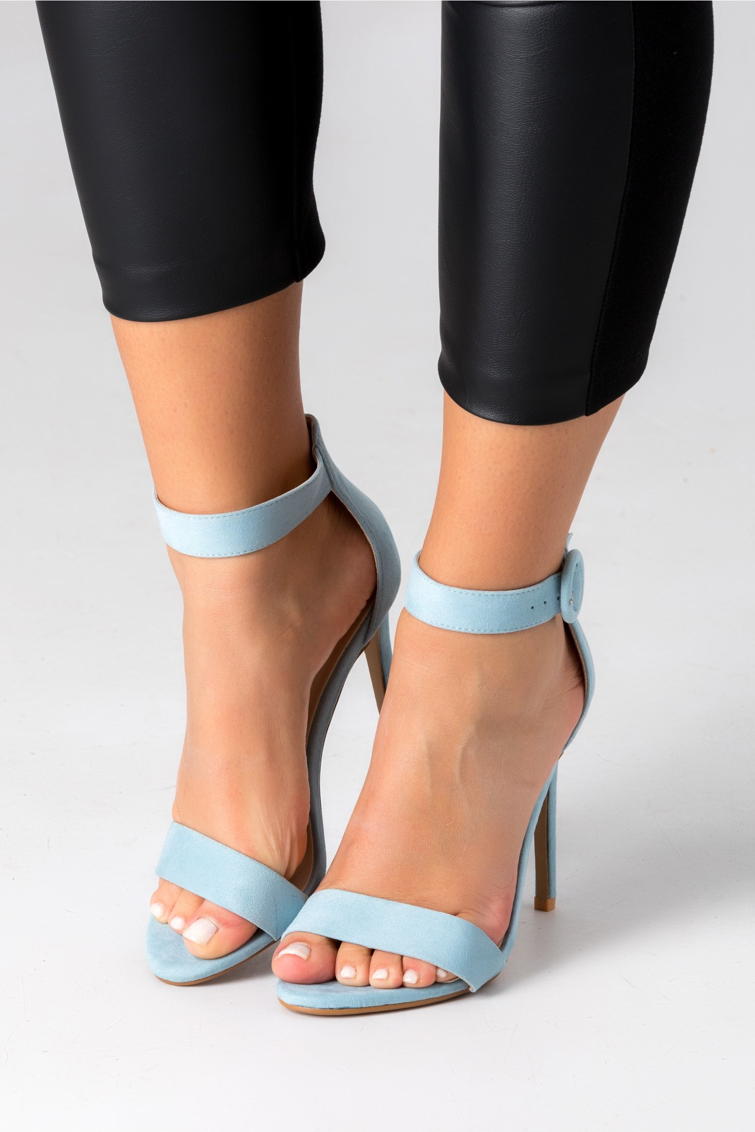 Pantofi bleu cu bereta si toc ascutit