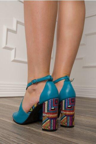 Sandale bleu cu imprimeu multicolor in dungi pe toc si talpa