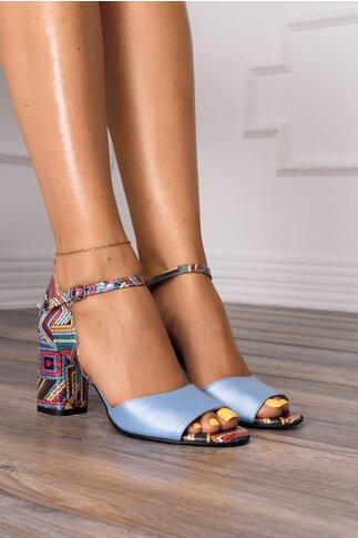 Sandale bleu cu imprimeu multicolor la spate