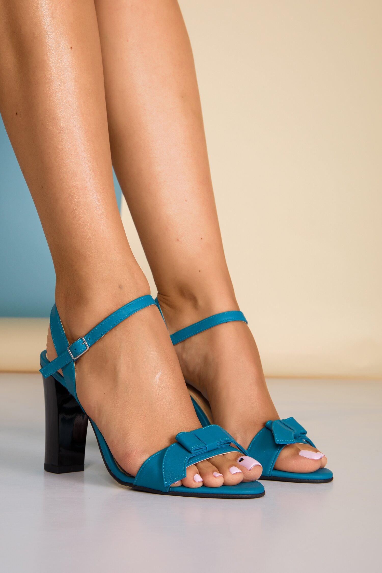 Sandale bleu din piele naturala cu fundita