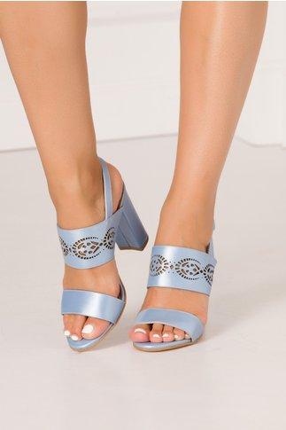 Sandale bleu perlat cu perforatii