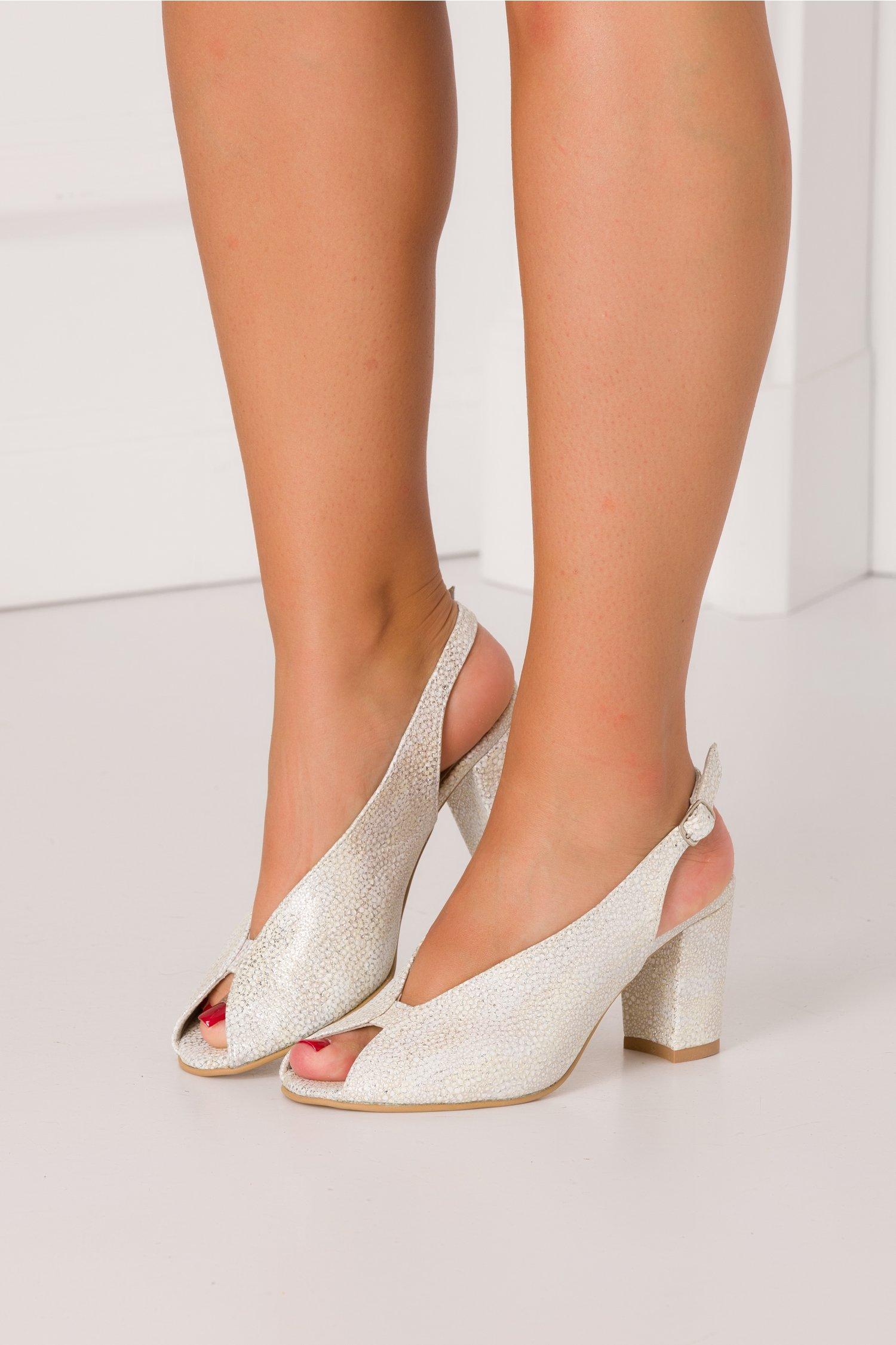 Sandale cu detalii argintii si imprimeu alb