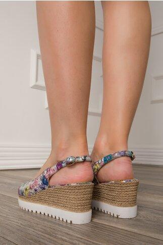 Sandale cu imprimeu floral si talpa tip platforma