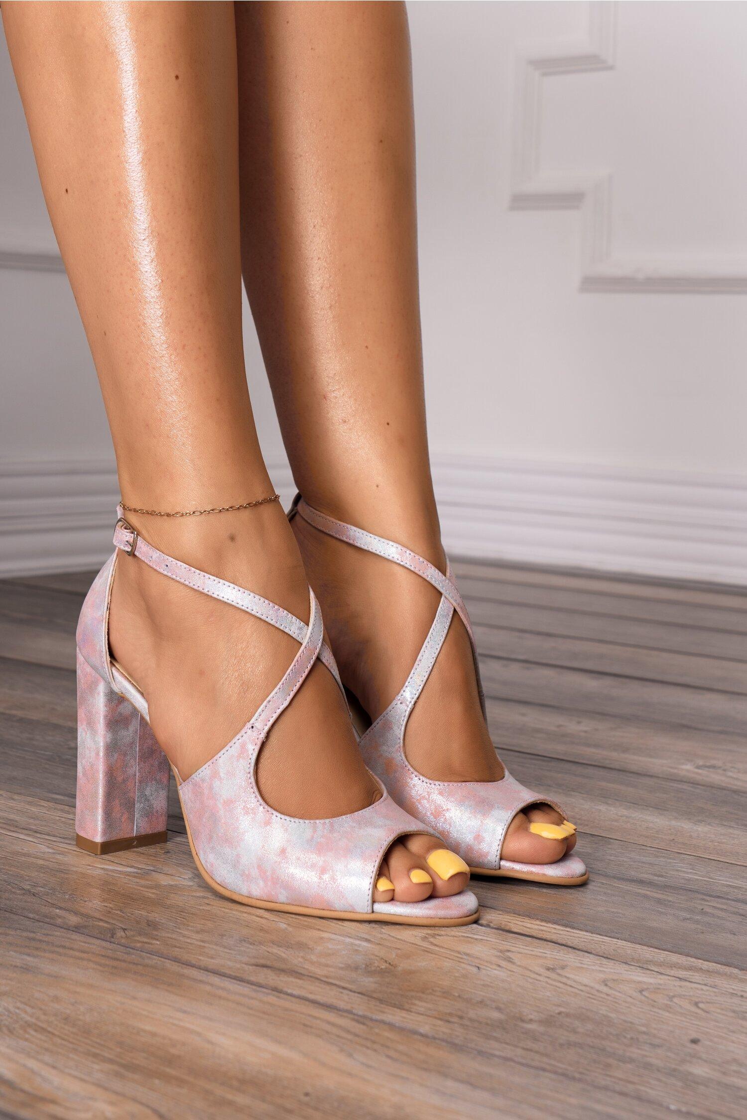 Sandale cu imprimeu pastelat si barete incrucisate imagine