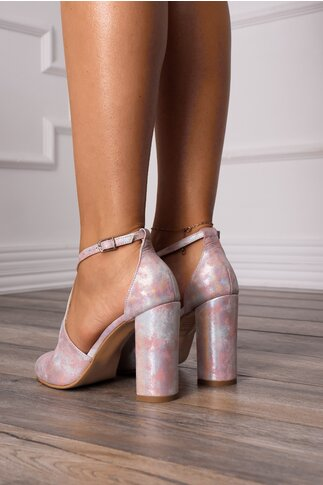 Sandale cu imprimeu pastelat si barete incrucisate
