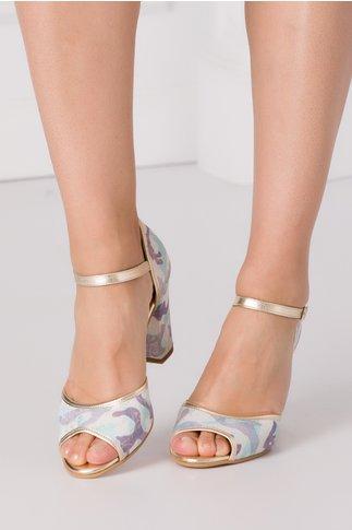 Sandale cu imprimeuri si benzi aurii