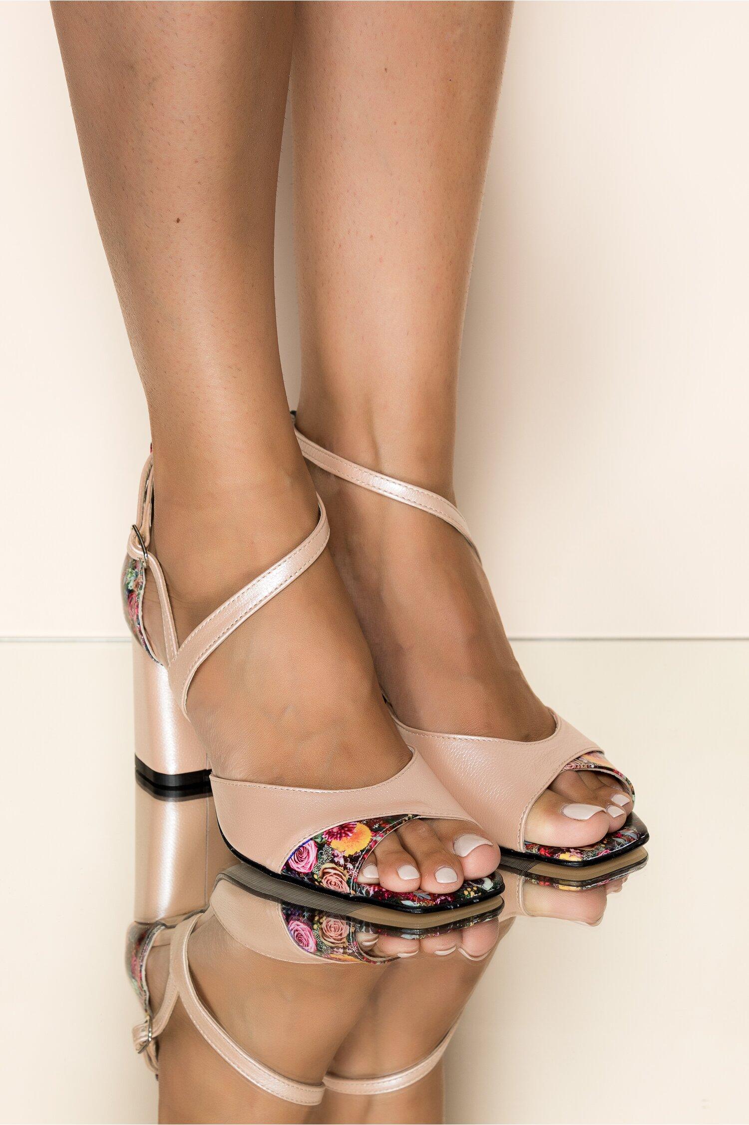 Sandale din piele naturala roz deschis cu imprimeu floral