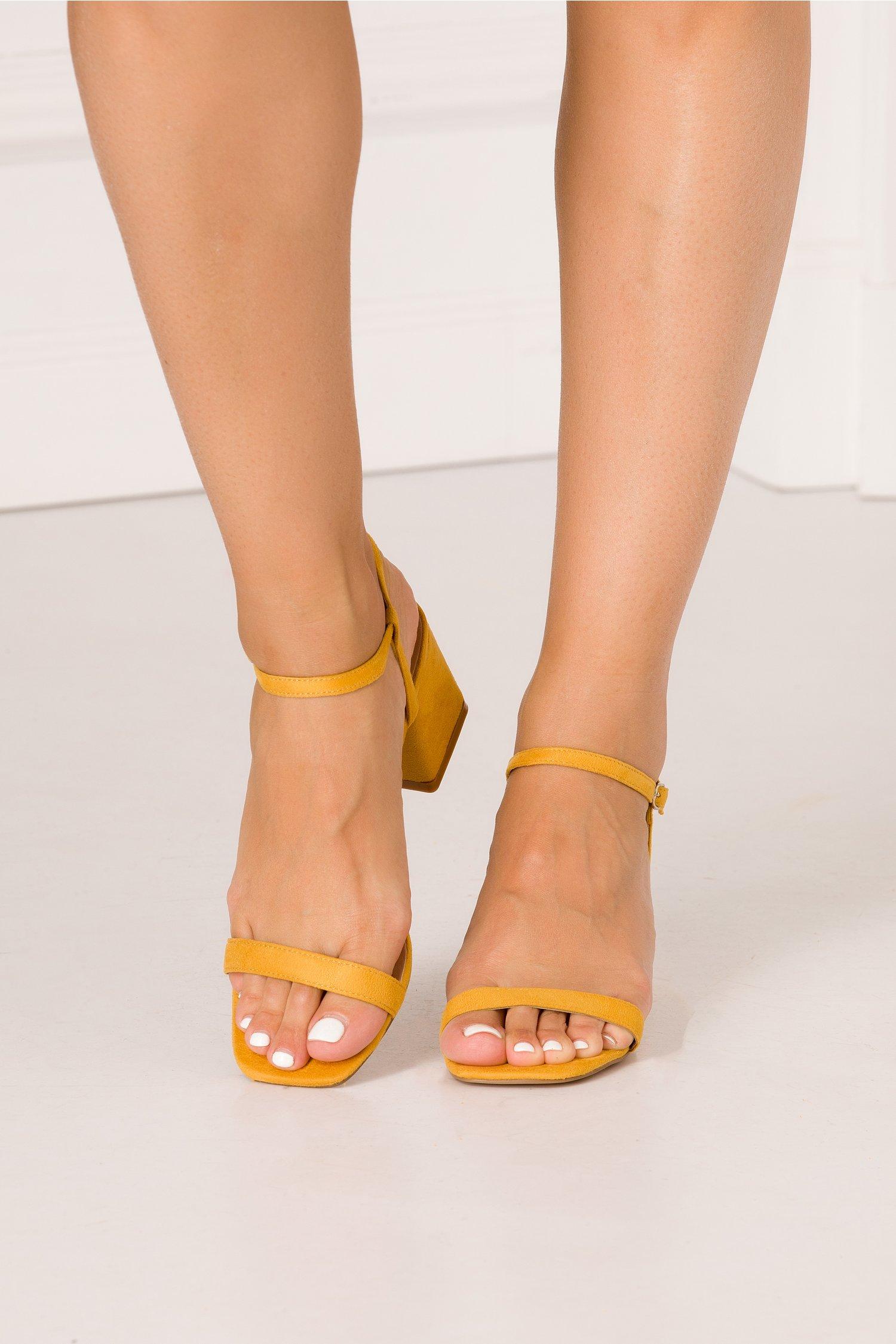 Sandale galbene cu barete fine