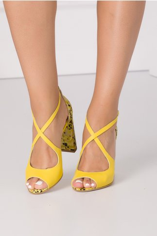 Sandale galbene cu imprimeu abstract