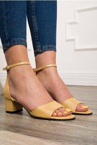 Sandale galbene cu particule stralucitoare