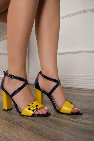 Sandale in nuante de bleumarin si galben cu aplicatie florala