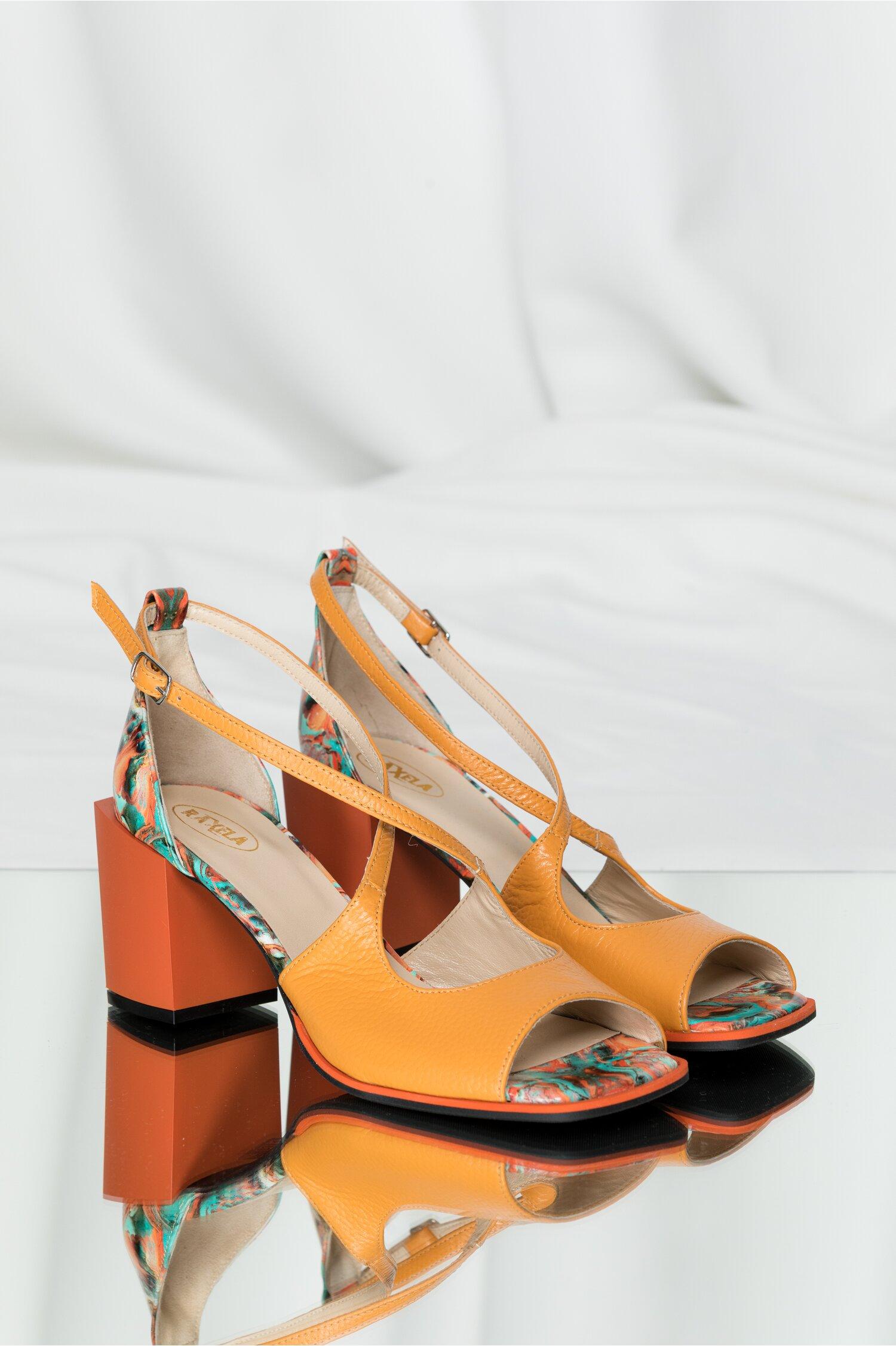 Sandale Kiara orange cu imprimeu geometric si barete incrucisate
